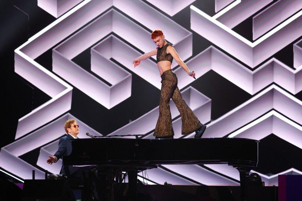 Olly Alexander y Sir Elton John.