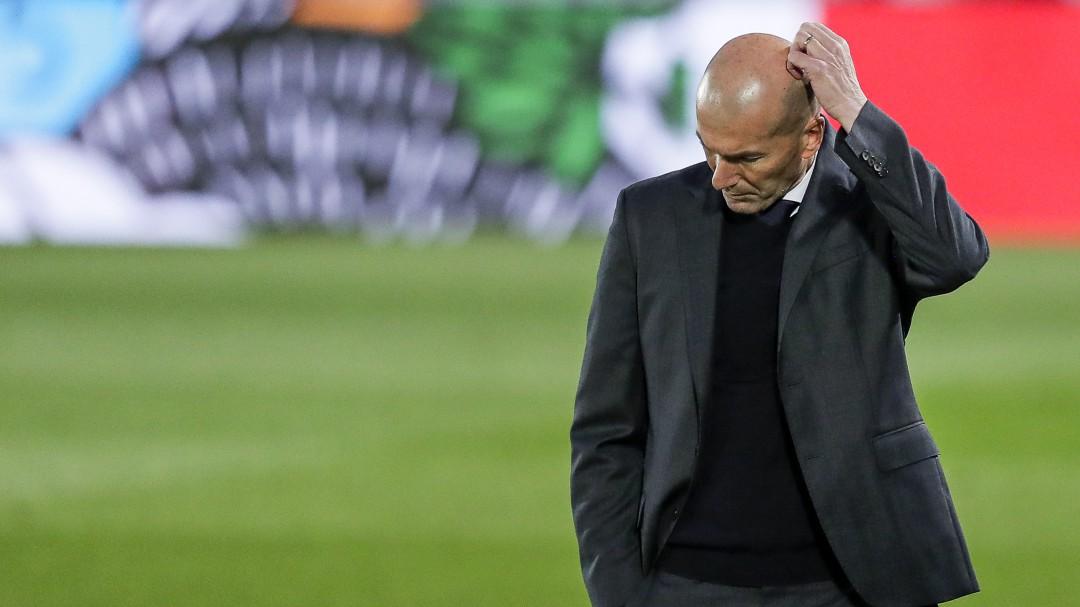 """La decisión más criticada de Zidane que le puede quitar la Liga: """"Se están dando cabezazos contra la pared"""""""