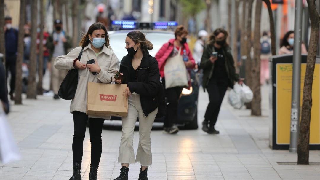 """""""No estamos para hablar de eso"""": expertos opinan sobre cuándo se puede dejar a vacunados no usar mascarilla"""