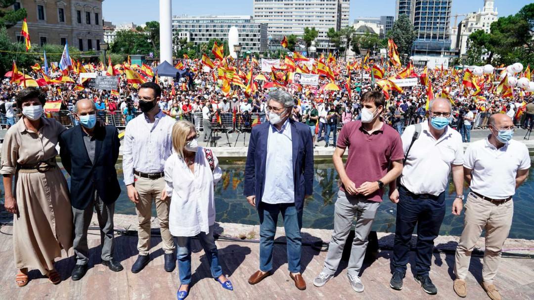 La derecha vuelve a coincidir en Colón, esta vez sin foto, por los indultos a los presos independentistas