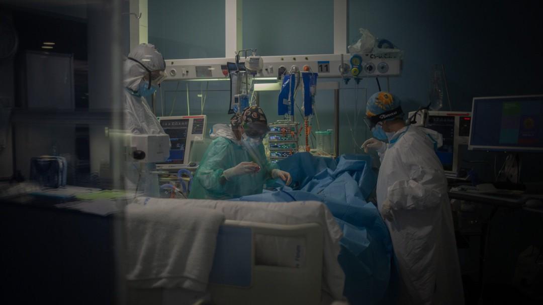 España registra 16 muertes en el fin de semana con menos fallecimientos por COVID-19 desde finales de julio