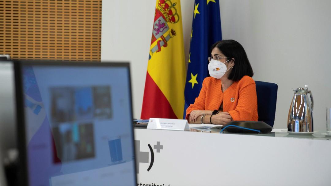 """Sanidad anuncia a las autonomías soluciones legales para levantar """"pronto"""" el uso de mascarilla al aire libre"""