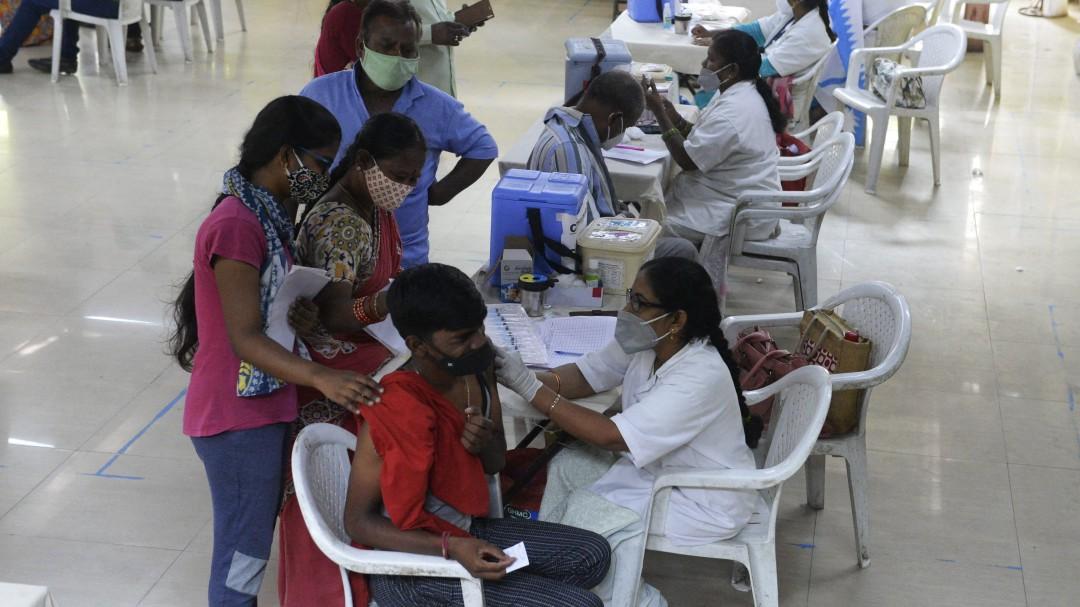 Vacunar a adolescentes o donar: la clave para que alcancemos la inmunidad colectiva cuanto antes