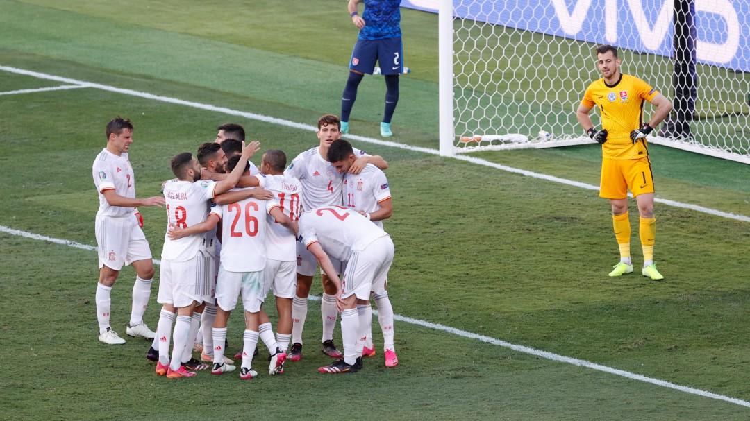 España se desmelena ante Eslovaquia y pasa como segunda a octavos de final