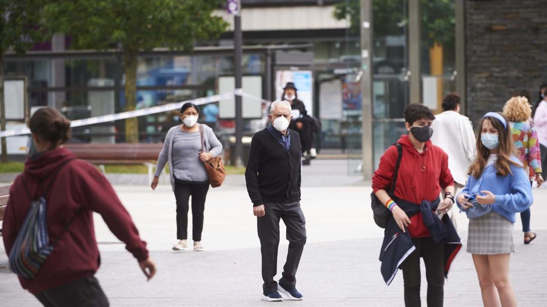 Sanidad decide que la mascarilla no sea obligatoria en exteriores siempre que haya metro y medio de distancia