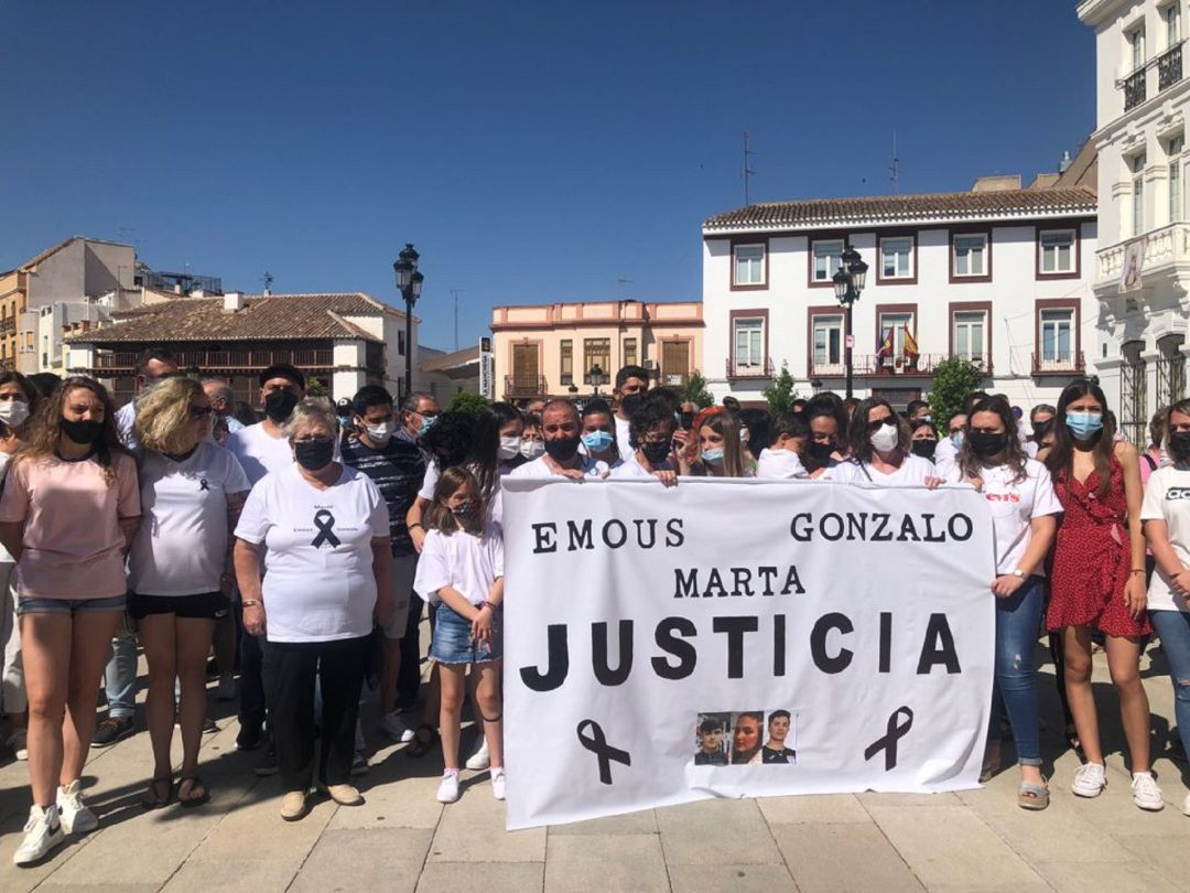 Familiares y amigos de los jóvenes fallecidos en el accidente de  Argamasilla de Alba piden justicia   SER Ciudad Real   Cadena SER