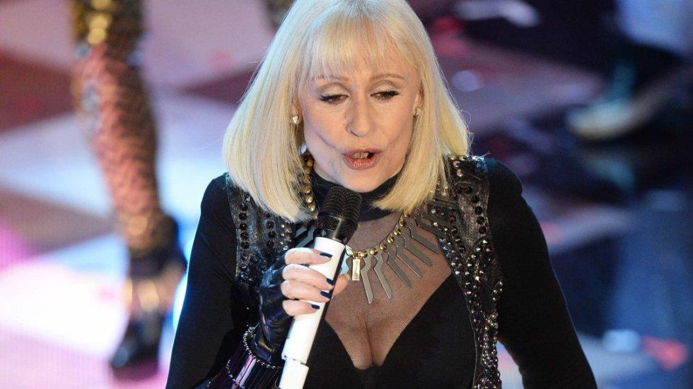 Raffaella Carrá en un show musical.