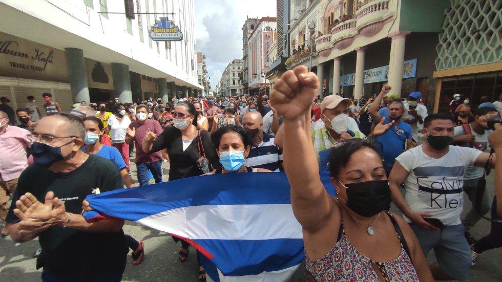 Defensores del gobierno de Miguel Diaz-Canel también salieron a las calles para contrarrestar las protestas.