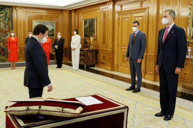 El nuevo ministro de Asuntos Exteriores, Unión Europea y Cooperación, José Manuel Albares, promete su cargo.