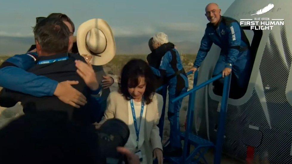 Recibimiento de los tripulantes del primer viaje turístico realizado al espacio.