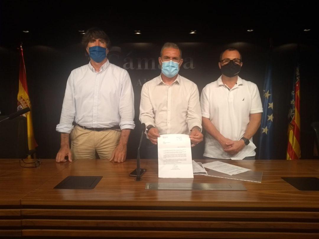 Javier Galdeano, presidente de ALROA (i), Lalo Díez, de CEOH (c), y César Anca, de ARA (d).