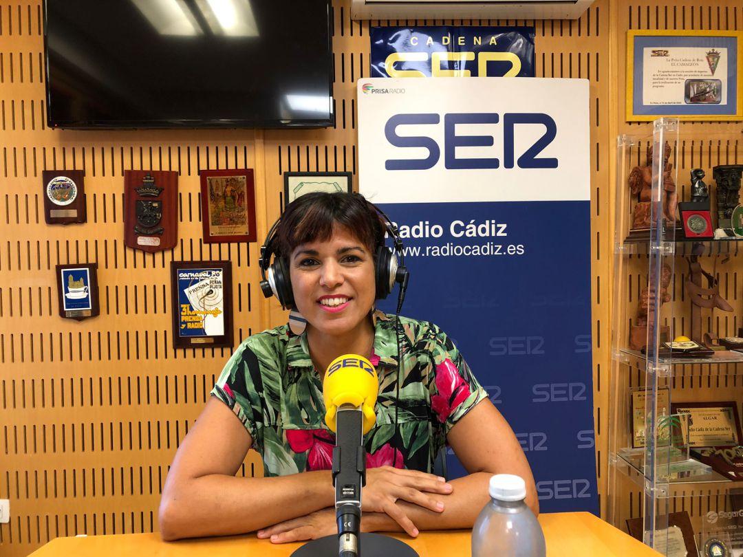 Teresa Rodríguez en los estudios de Radio Cádiz durante la entrevista de La Ventana Andalucía