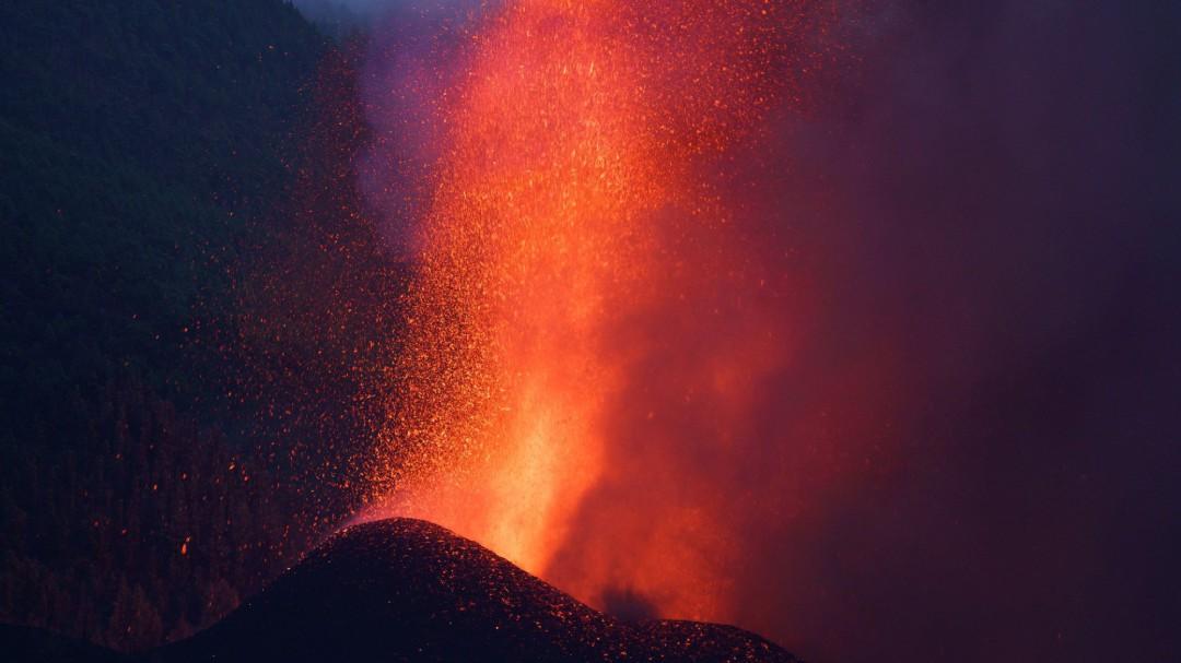 Última hora en directo de la erupción del volcán de La Palma: surge una nueva boca obliga a desalojar Tacande