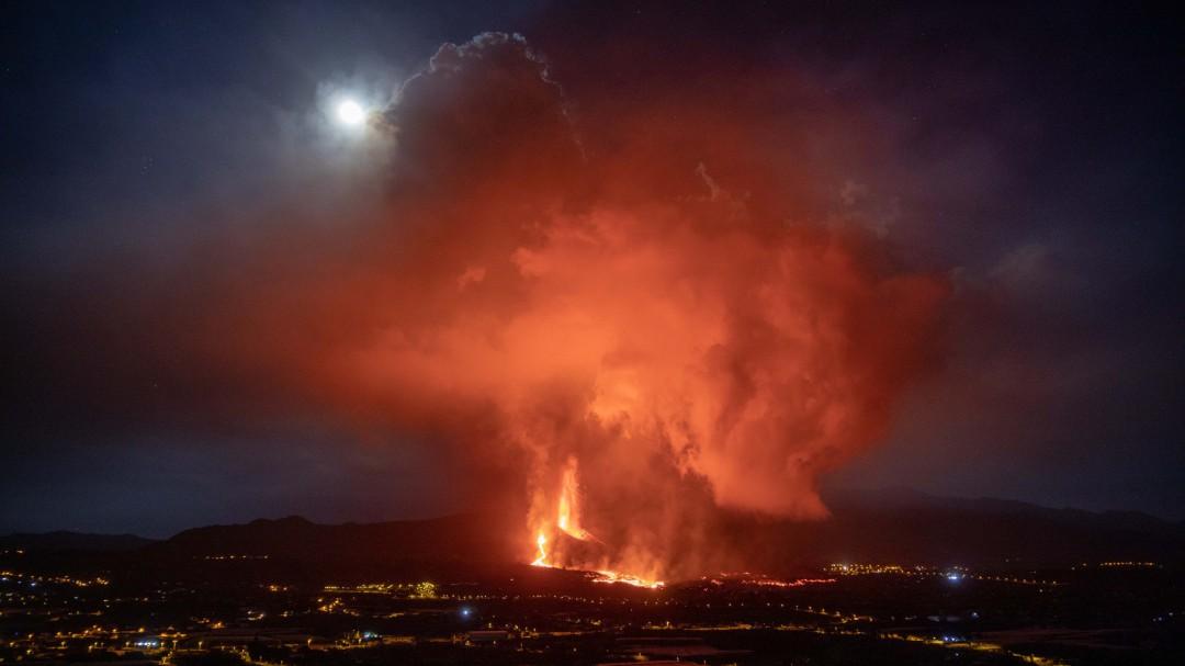 La colada de lava del volcán de La Palma se reactiva y se dirige a la costa golpeando a Todoque