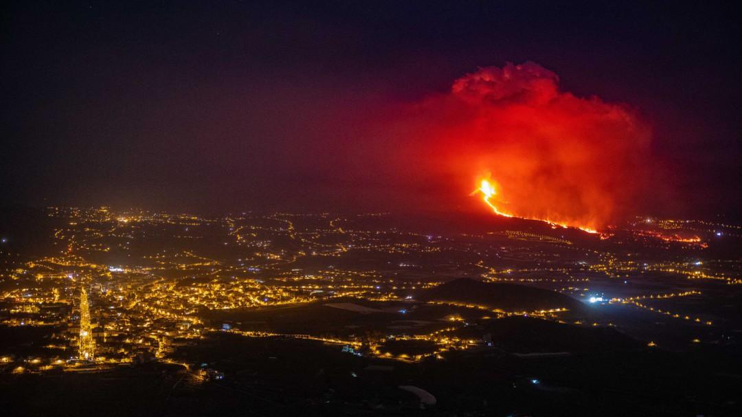 Última hora del volcán de La Palma: riesgo gases tóxicos ante la inminente llegada de la lava al mar