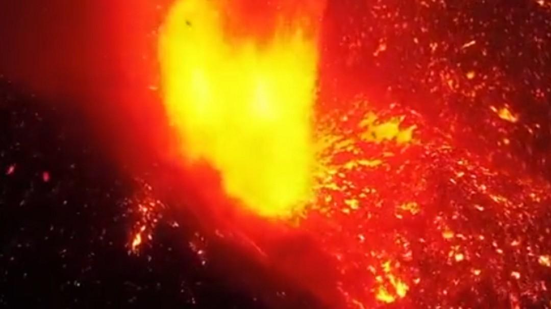 Así ha sido el momento de la caída de la lava del volcán de La Palma al mar