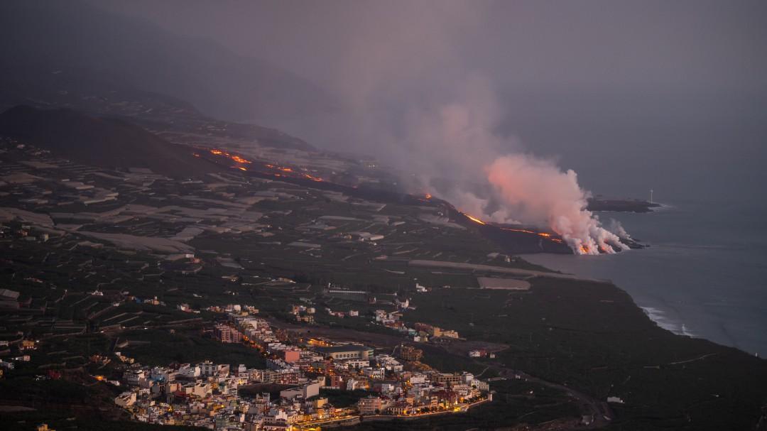 Sigue la última hora del volcán de La Palma: un terremoto de magnitud 4,9 sacude la isla, el mayor de la serie