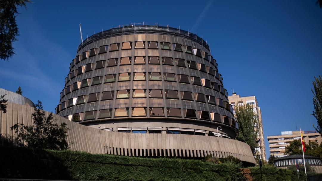 Administraciones controladas por el PP contrataron a uno de sus candidatos al Constitucional por 979.000 euros
